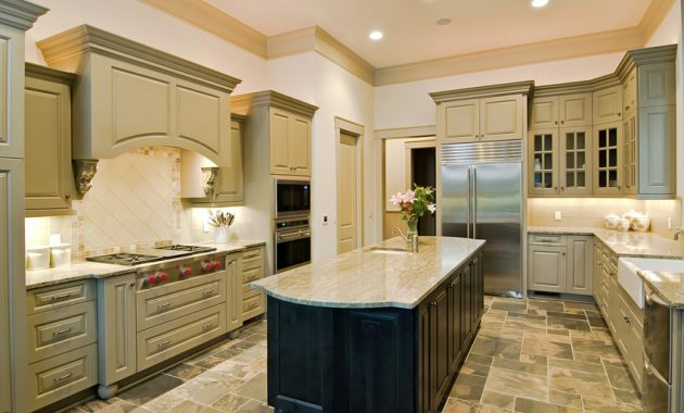 Beautiful Arranged U Shaped Kitchen with Island
