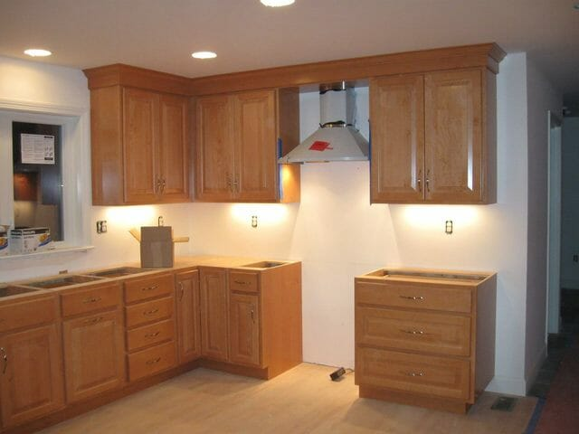 Choosing Best Types of Crown Molding for Ceiling and House Decorations