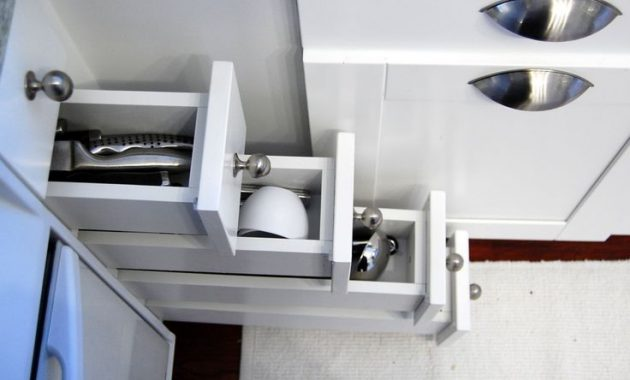 How to Choose Drawers for Small Minimalist Kitchen