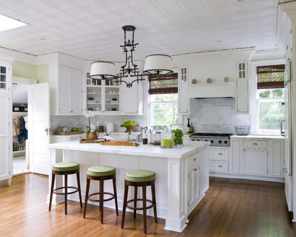 classic Kitchen Island with Bench