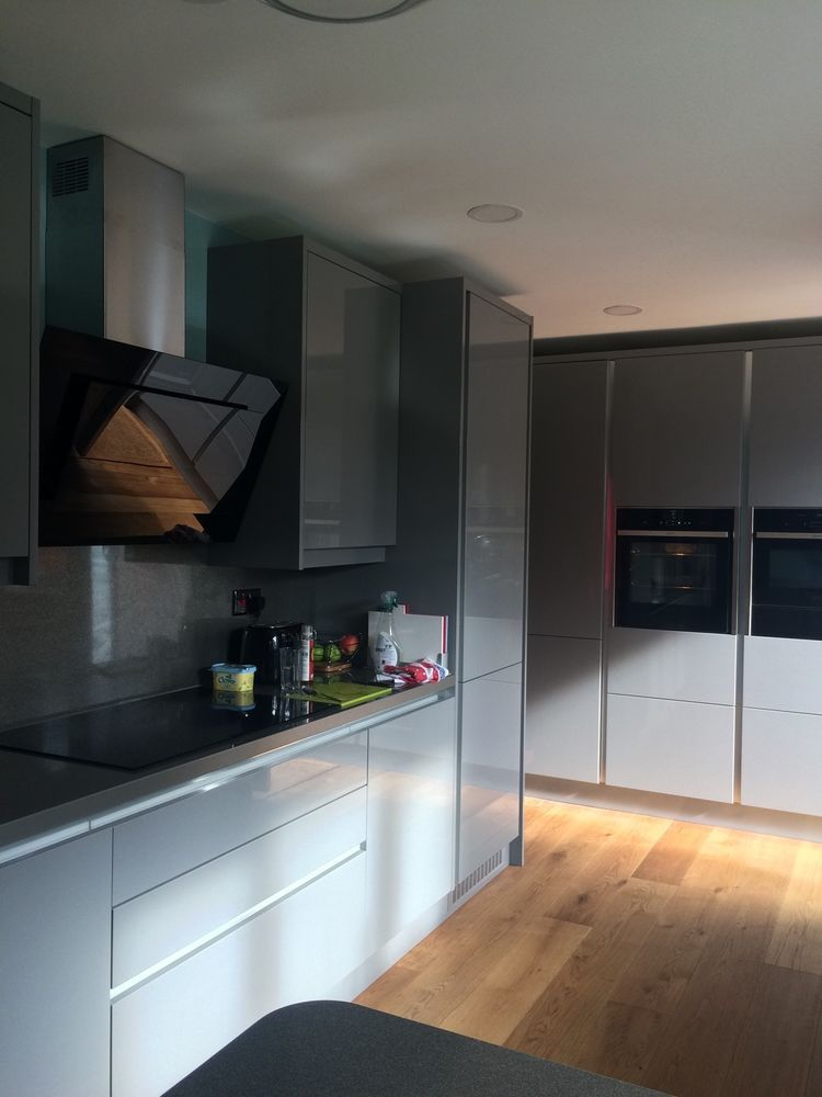Gull Wing Gray kitchen theme