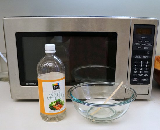 How to Clean A Microwave with vinagar