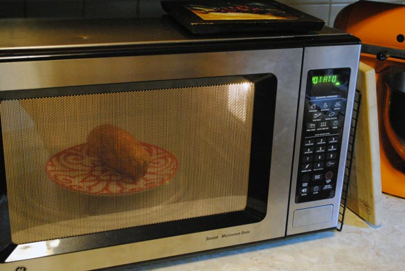 a baked potato in the microwave