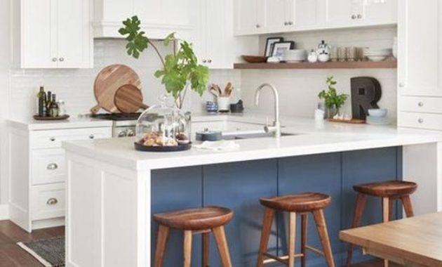 kitchen-remodeling-ideas-wooden-floor-flower-vase-wooden-chairs-white-cabinets-cutleries-chinaware-plate-spoon
